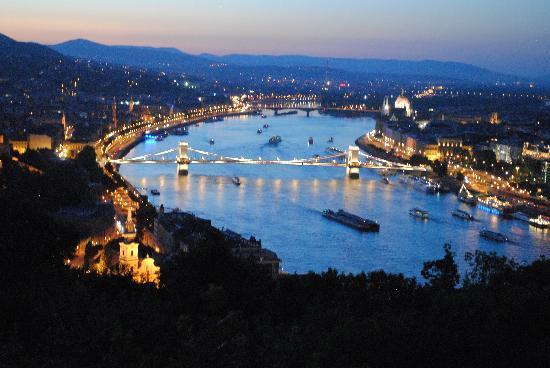 بودابست فى المساء (3 - 4 ) ساعات